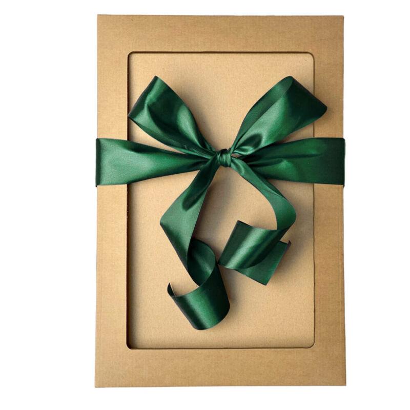 Ajándékdoboz zöld masnival